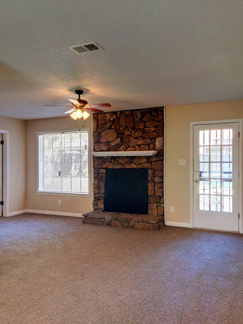 Mid south best rentals attached garage all new ceramic tile in kitchen brand new kitchen cabinets with dove tail drawers and easy close hinges all new ceramic tile in bath doublecrazyfo Choice Image